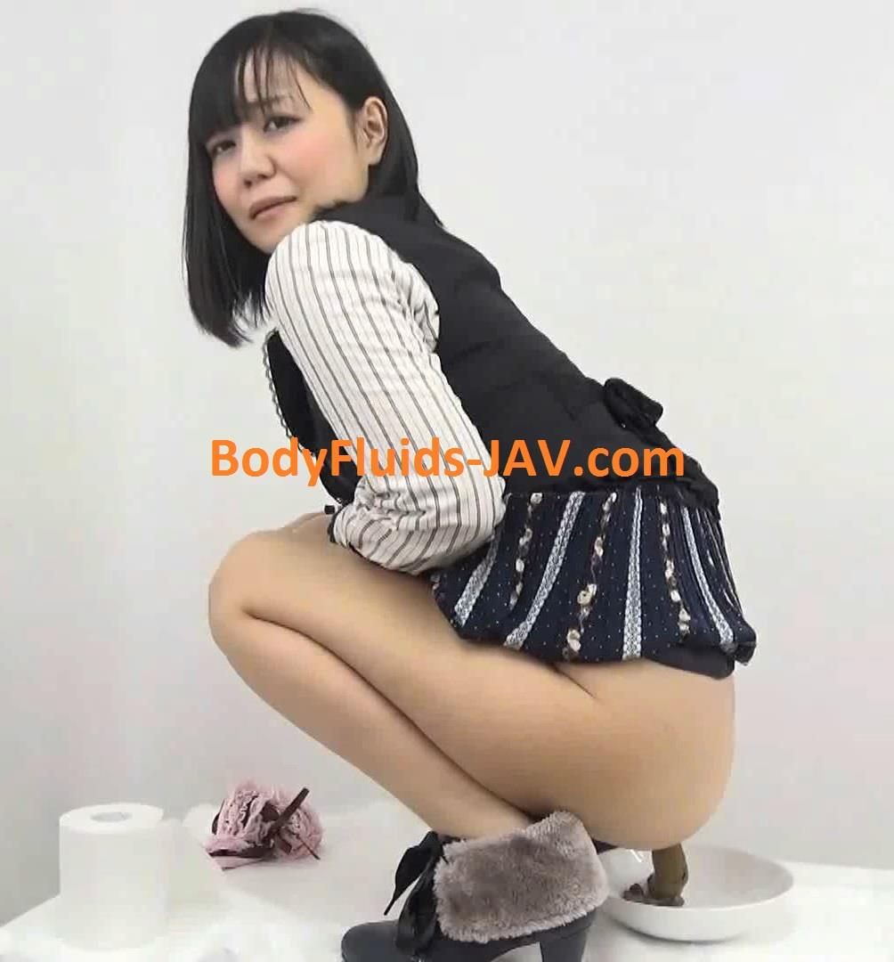 BFFF-61 Girl pooping sitting on the table and explore feces. (HD 1080p)