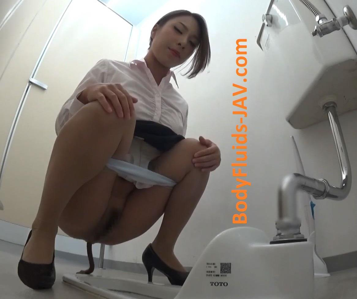BFEE-22 A spy camera in a public toilet captured defecation girls. (HD 1080p)