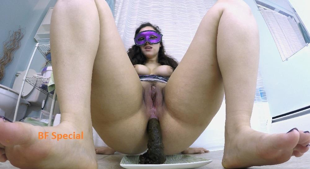 [Special #743] LoveRachelle2 shitting and feet scat play. (UHD 4K)